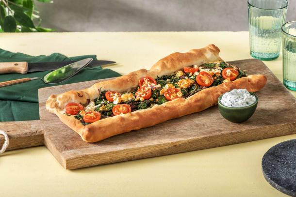 Griechische Spinat-Hirtenkäse-Pide