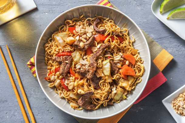 Snelle gerechten - Noedels met biefstukreepjes in zoet-pittige chilisaus