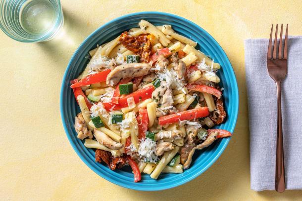 Romige pasta met kippendijreepjes