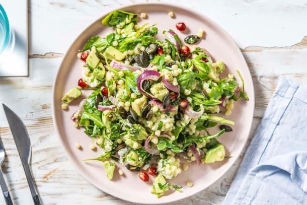 Salade de couscous perlé, feta rôtie et pêche