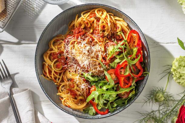 Spaghetti alla puttanesca met ansjovis en kappertjes
